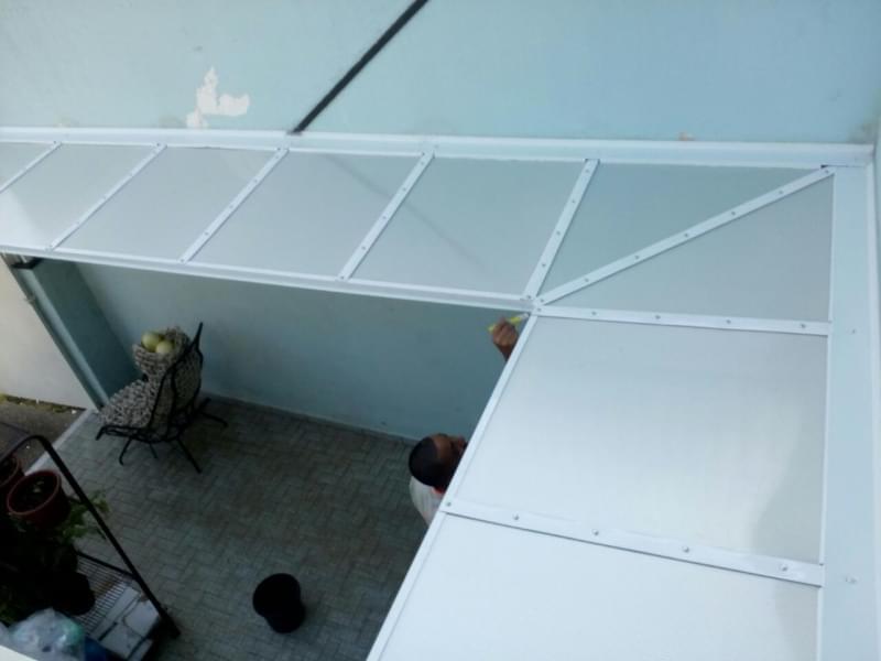 Cobertura em Policarbonato Retrátil Fumê Preço M2 Vila Sônia - Cobertura de Policarbonato Retrátil Translúcida