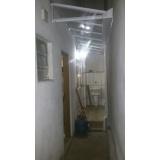manutenção de cobertura de policarbonato em janelas